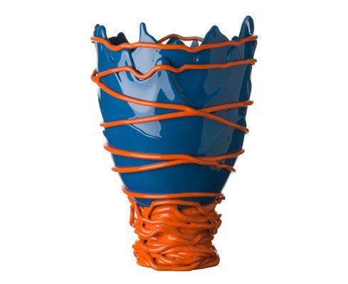 Il vaso Pompitu II realizzato a mano in resina poliuretanica per ...