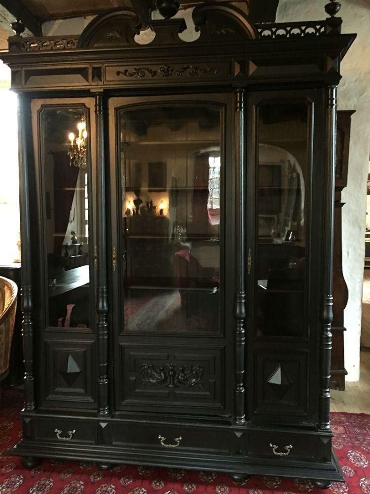 biblioth que napoleon iii repeinte en noir est en vente sur notre brocante en ligne par le chat. Black Bedroom Furniture Sets. Home Design Ideas