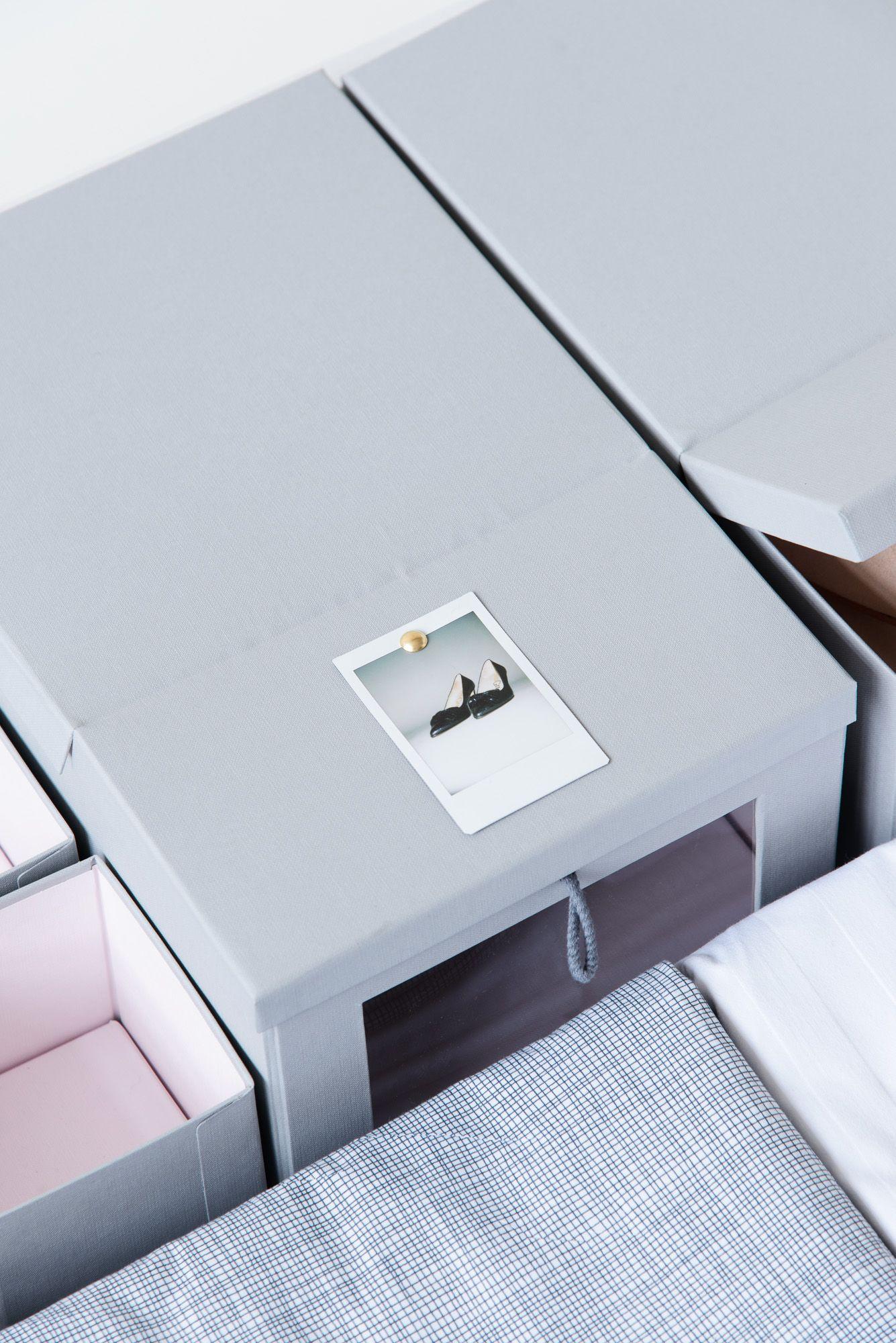 Ordnungssystem Mit Kleinen Polaroids Kleiderschrank Organisieren