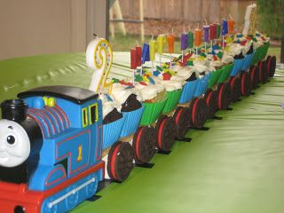 DIY Thomas the Train cake. How cute and easy!! And the The Thomas engine is a bath toy!