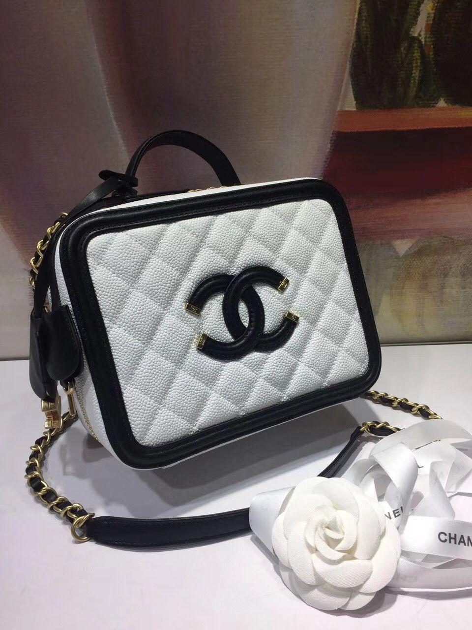 Chanel box make up case bag 21cm  cc85e262fd3a9