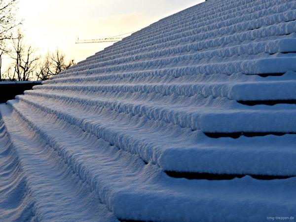 Auch die schönste Treppe braucht mal eine Erholung. Also wenn Sie eine Treppe im Winterschlaf sehen bitte nicht aufwecken. Photo by #smgtreppen www.smg-treppen.de #treppen #stairs #treppenbau #holztreppen #stahltreppen  #wirdenkenmit #welovestairs  #escaleras