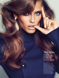 Beautiful brunette www.champagneandchignons.com