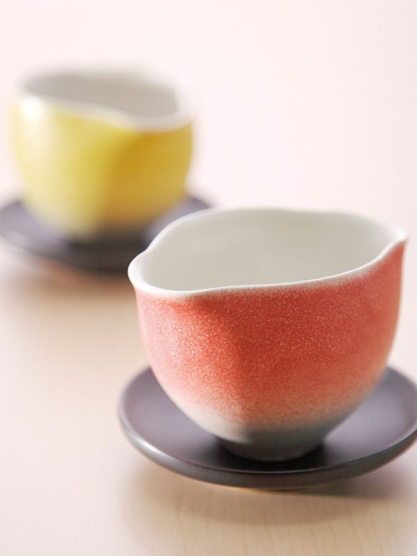 These cups were created in the image of be ablaze with fall colors.    The posture and color is very beautiful.  Brand is YUCACI.