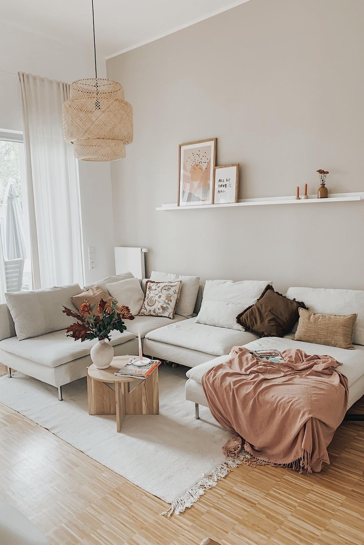 Photo of Stylishe Sofa-Landschaft in erdigen, natürliche Tönen