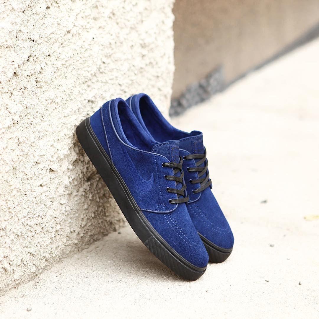 c7aa1937059 Představujeme další novinku od Nike SB. Model Janoski v barvě Blue Void  Black je nyní v nabídce našeho obchodu. 👉www.popname.cz