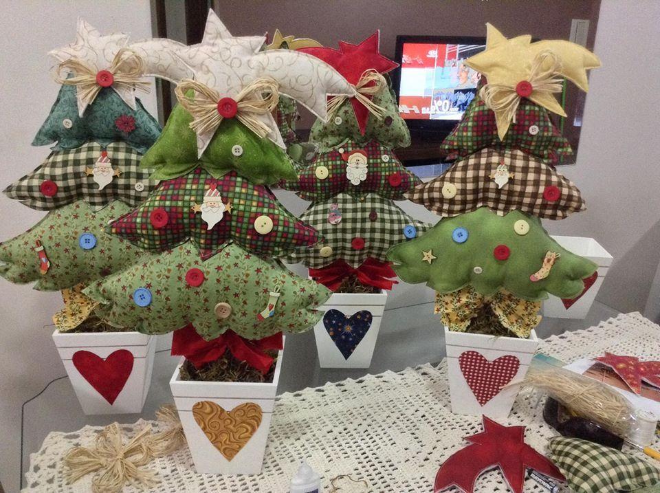 Arbolitos de tela topiarios pinterest tela navidad - Decoracion navidena artesanal ...