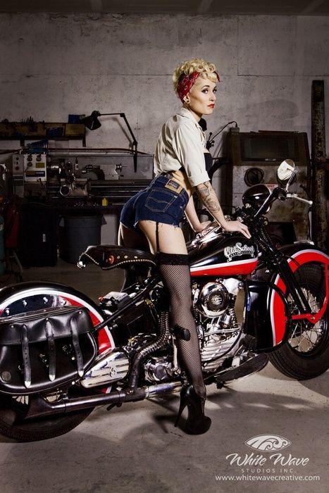 Sweet Pin Up And A Pretty Nice Bike Too Moto Chopper Donne