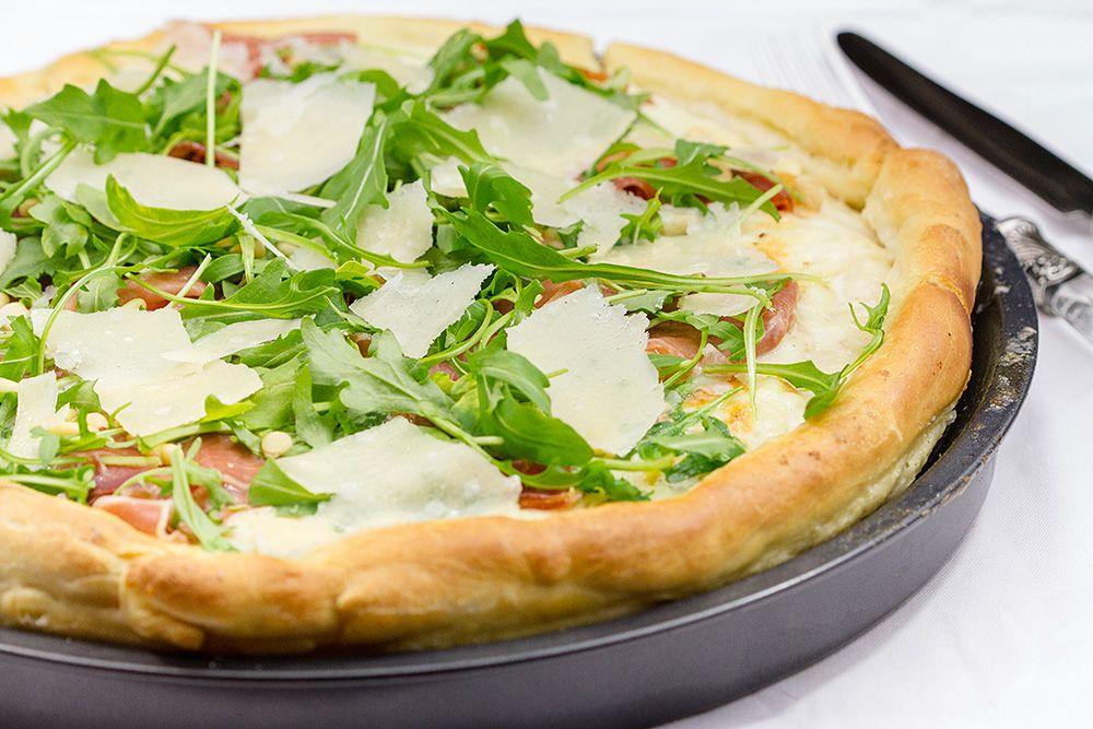 pizza blanche roquette mozzarella jambon cru cuisine. Black Bedroom Furniture Sets. Home Design Ideas