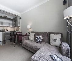 Vacation Rental, Holiday places in London and Paris, Lovely Self catering apartments for rent in all the key locations of the cities.