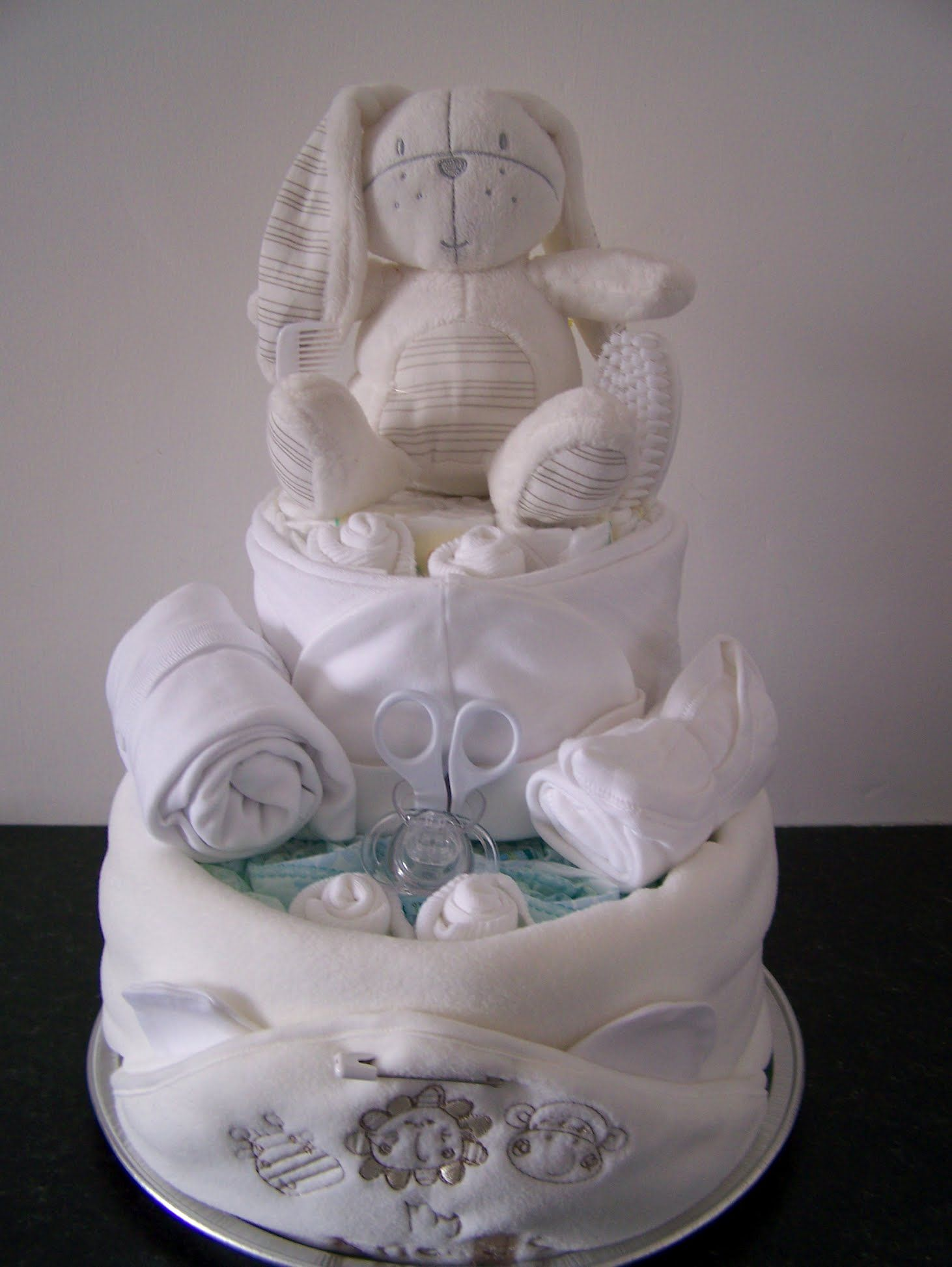 Gorgeous Nappy Cake With Images Baby Nappy Cakes Baby Shower