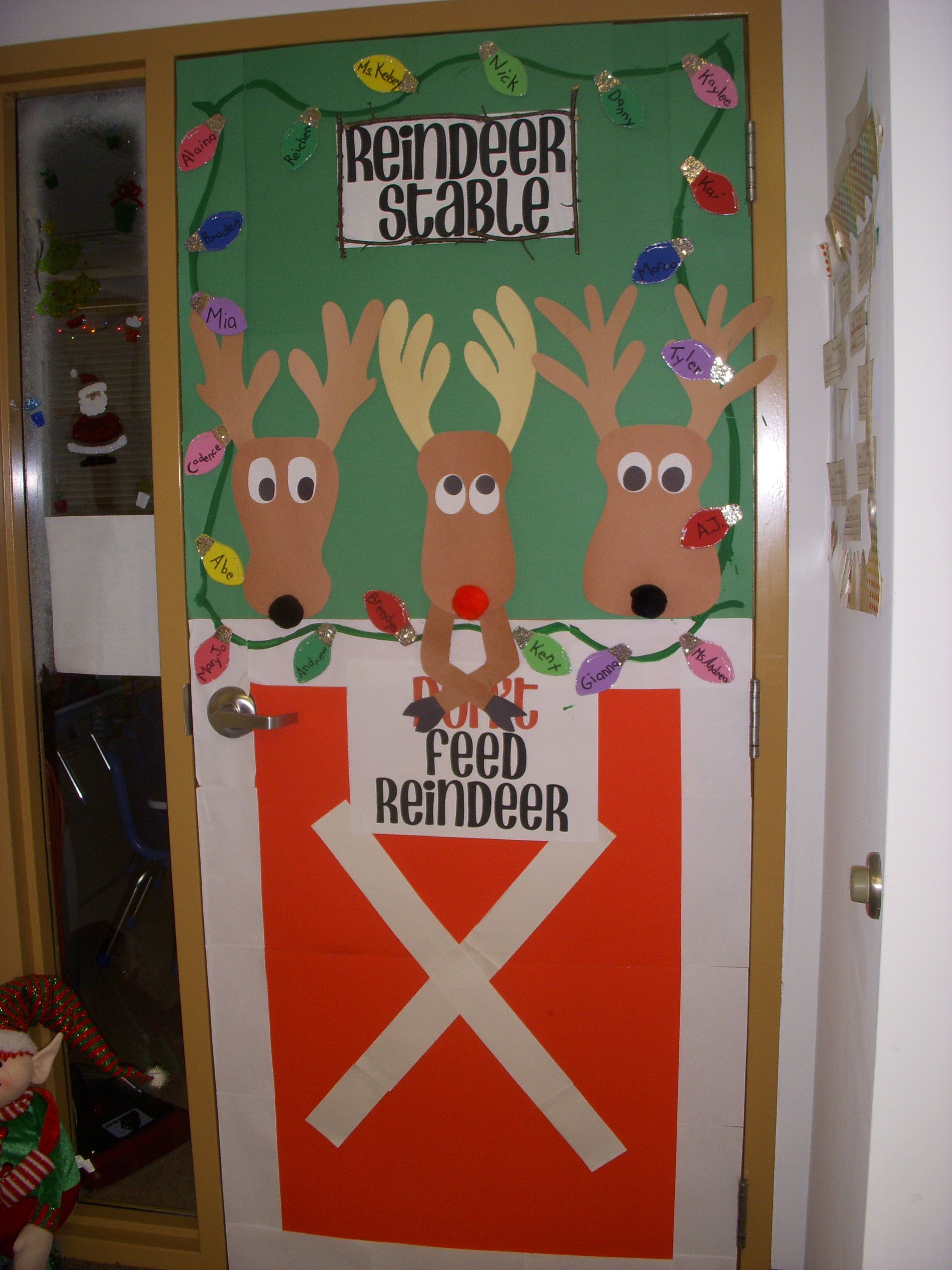 Christmas door i 39 m doing this one for the for Decoration porte noel maternelle