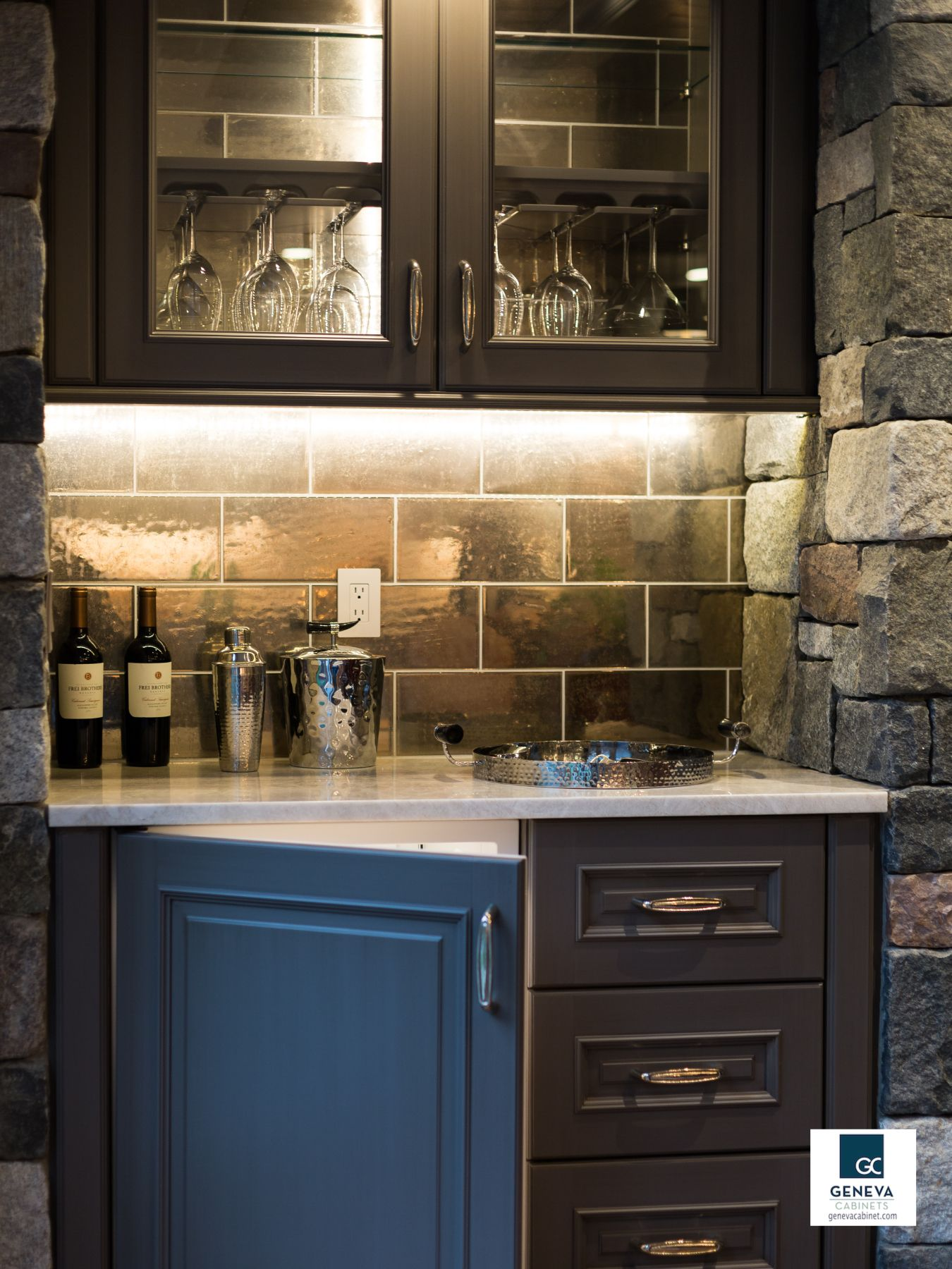 Top 10 Tips Prepare Your Kitchen For Holiday Entertaining Geneva Cabinet Company Llc Holiday Kitchen Kitchen Cabinet Companies
