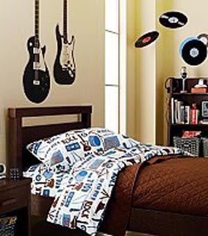 hahoy com   Home   Pinterest   Bedrooms  Bedroom posters and Decorating guitar themed bedroom   I really like the hanging records