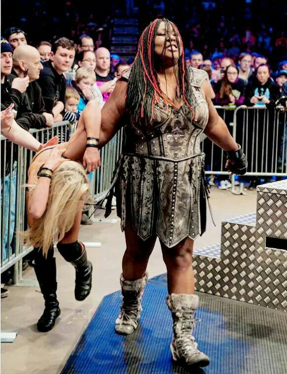 awesome kong pulling taryn terrell