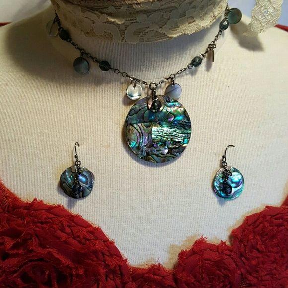 Lia Sophia necklace and earring set Lia Sophia necklace and earring set Lia Sophia Jewelry