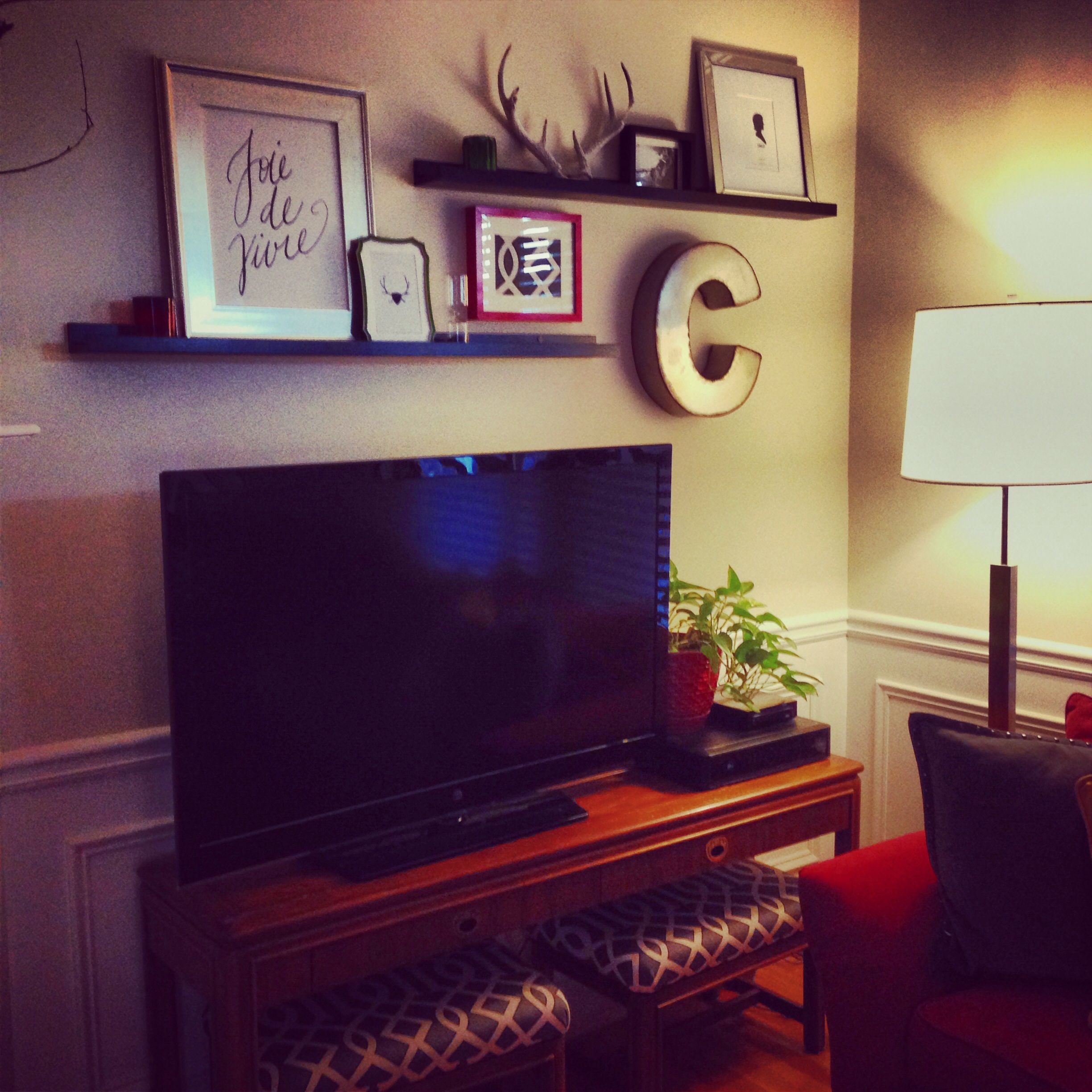 Picture Ledges Above Tv Tv Decor Tv Wall Shelf Above Tv