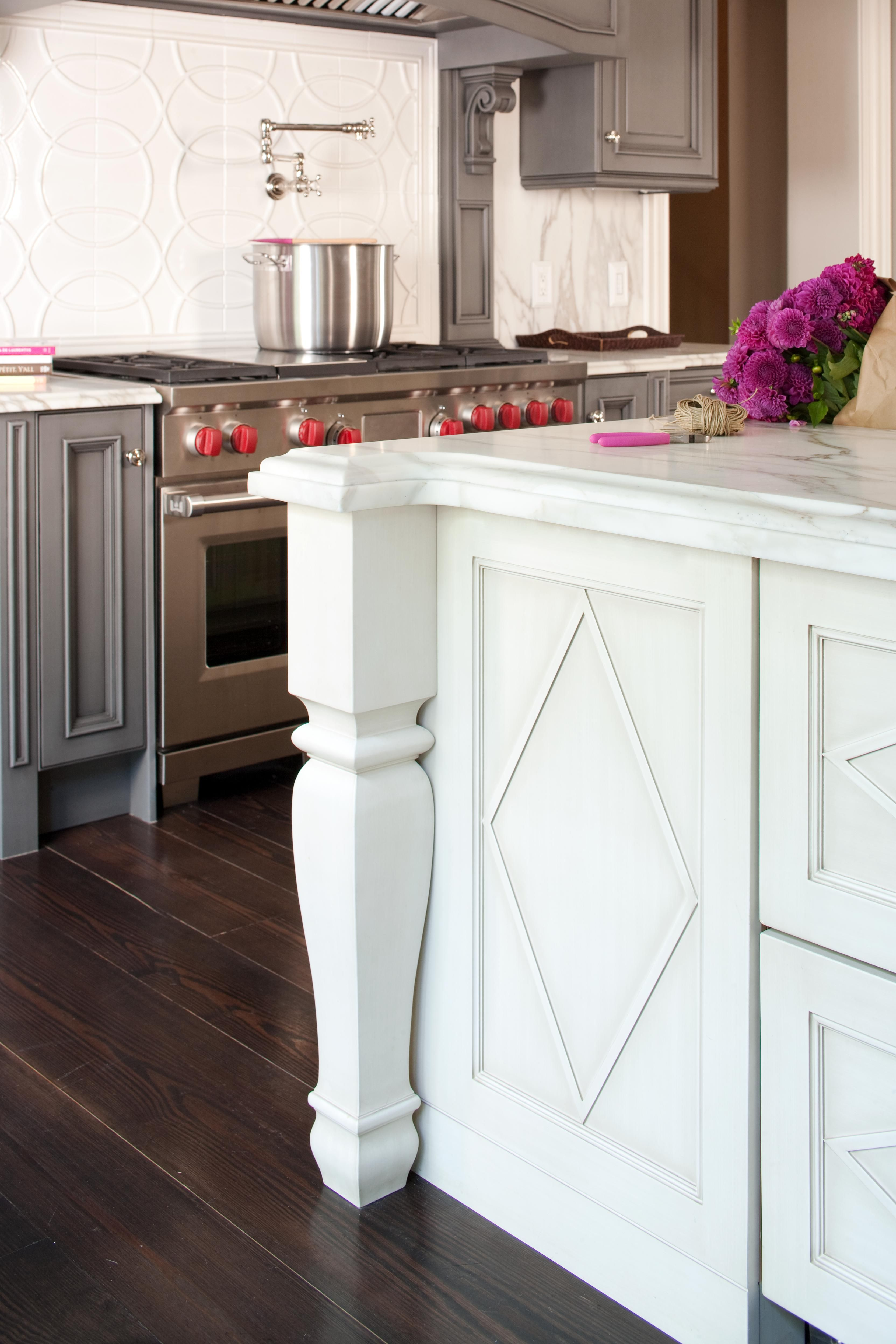 22 Kitchen Cabinetry Trends You Ll Love For Years To Come Contrasting Kitchen Island Kitchen Remodel Kitchen Cabinet Trends