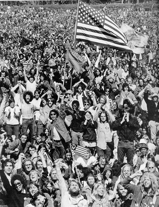 Washington Dc Anti Vietnam War Demonstration Late 1960s Or Early 70s This Is The Thanks That We Got Vietnam Protests Anti War Baby Boomers Memories