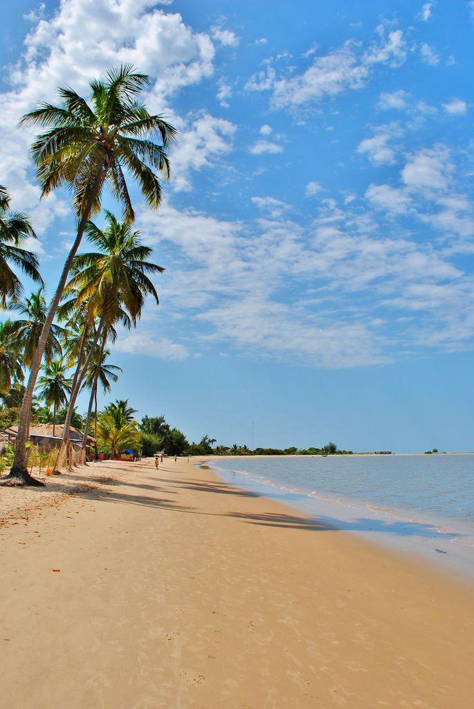 Beach on carabane island beach africa and travel goals for Fenetre mermoz dakar