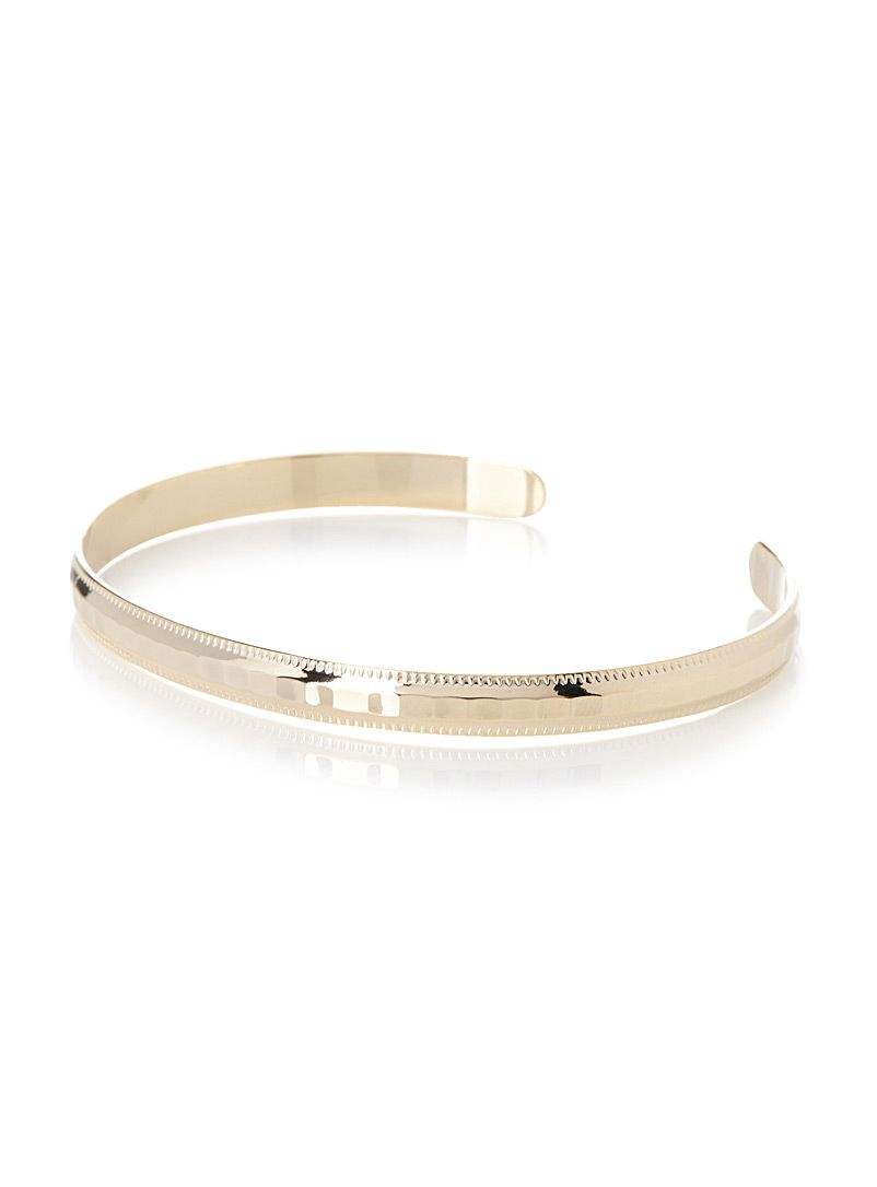 - Add some chic and golden shine to your outfits with this structured bracelet in shiny worked metal - Width: 0.5 cm