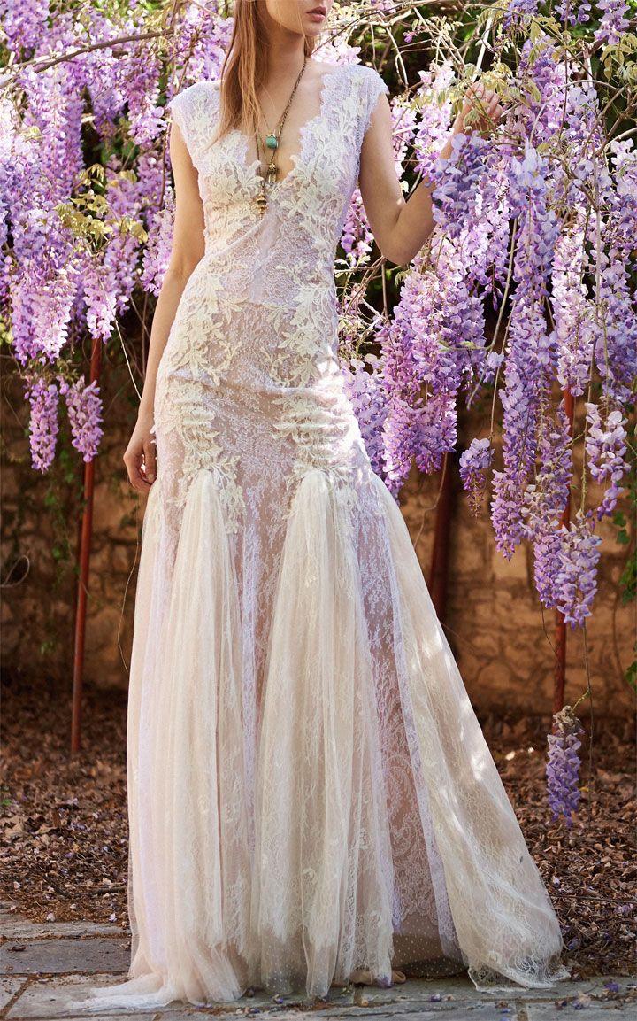 Costarellos Chantilly Lace Dress #weddingdress #weddinggown #bridalgown #mermaidgown #weddinginspiration