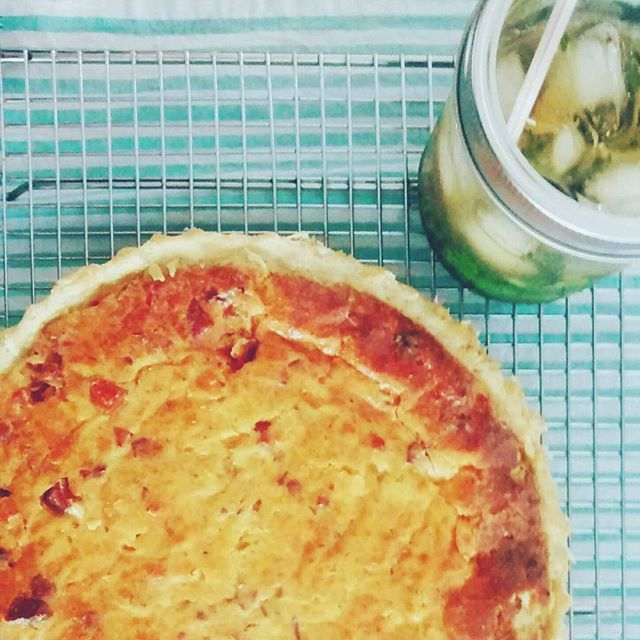 Quiche lorraine, mojito e a felicidade de um almoço preguiça no sábado ❤ O que saiu aí da sua cozinha hoje? #comidadeverdade #comidacaseira #quichelorraine