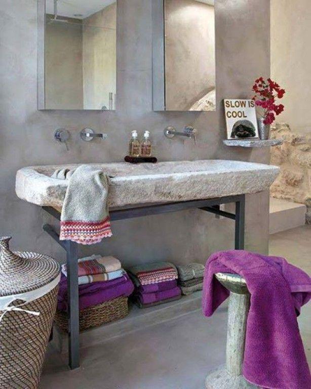 grijs marmerstuc badkamer, grove cement wasbak, moderne kranen en ...