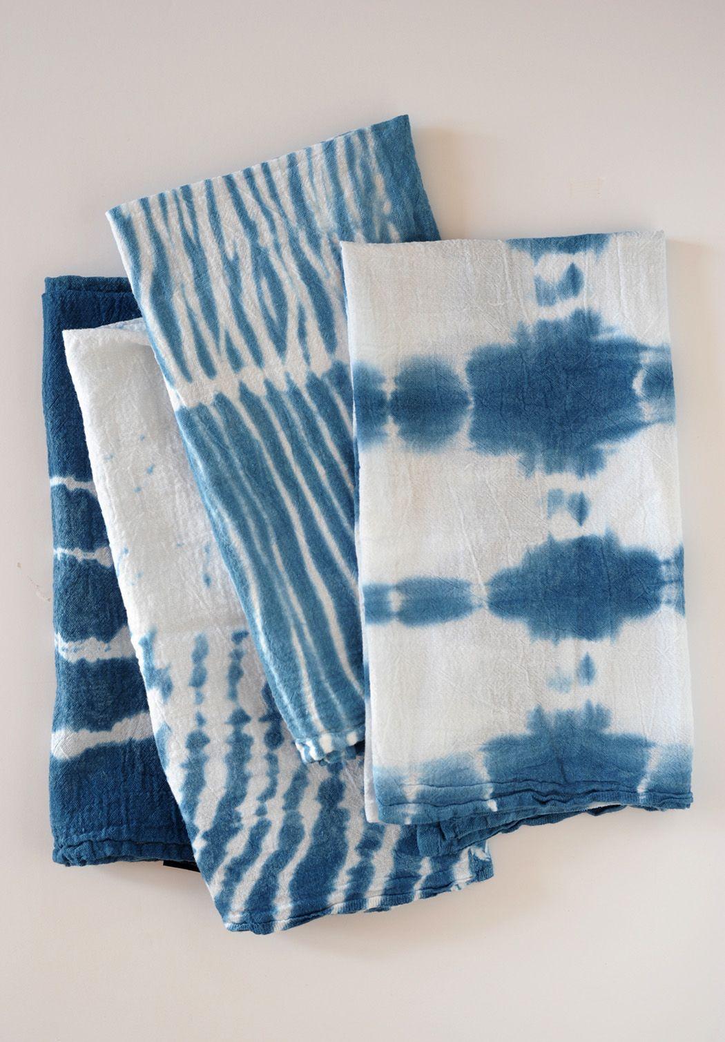 Make these DIY indigo shibori dish towels to gift as a decorative kitchen…