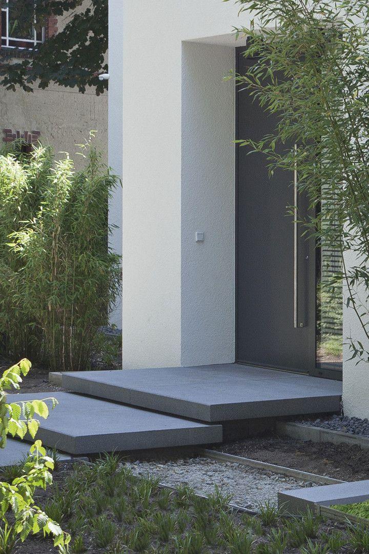 schwebende treppenstufen im eingangsbereich mit signo stufenplatten wird man elegant zur. Black Bedroom Furniture Sets. Home Design Ideas