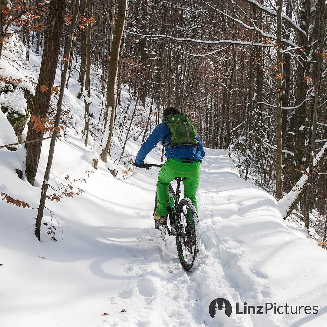 immer #ontherun in #linz  . . . . #snow #winter #igerslinz #mountains #mountainbike #bike #bikeporn #landscape #urfahr #bachlberg #radfahren #outdoor #upperaustria #oberösterreich #igersaustria #gis #mountainbiking #hill #berg #view #sports #training #linzer #wanderlust