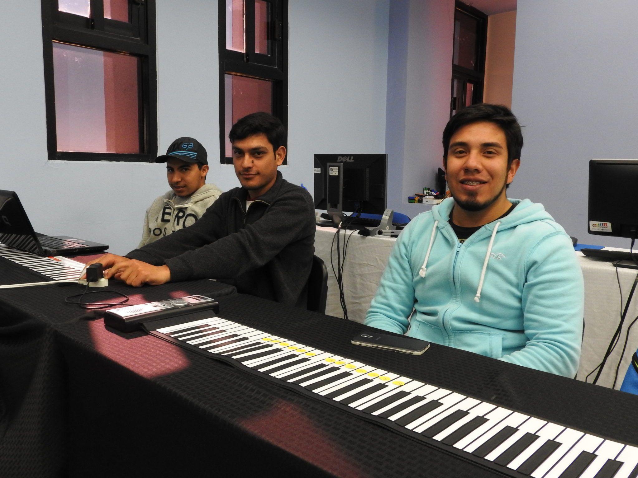 La Universidad Autónoma de Ciudad Juárez en la localidad, ha dado inicio al Diplomado de especialidad en educación musical aplicada, el cual está dirigido..