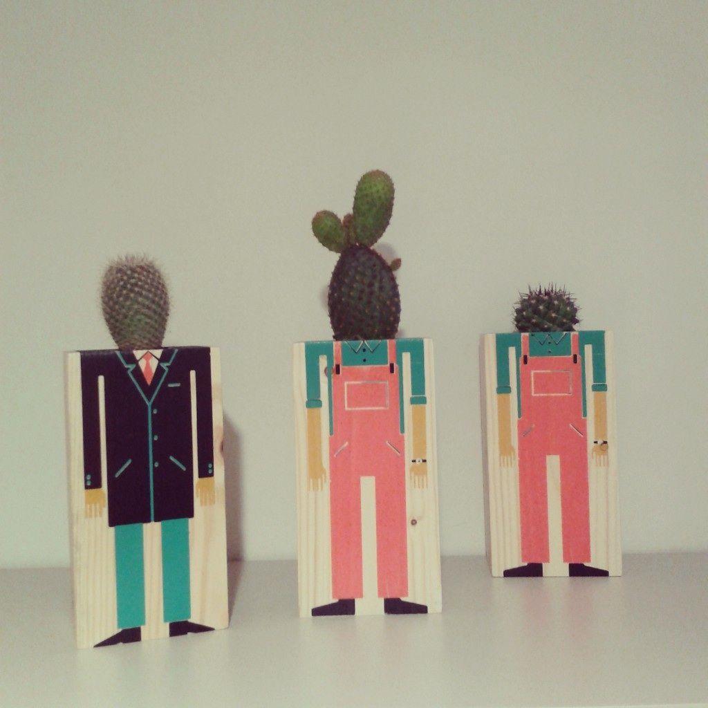 Un nuevo hombrecillo se ha presentado en verdejade, lleva corbata, los otros lo miran con mucha atención, se trata de otro macetero ilustrado de Damián Quiroga, hecho a mano en madera y estampado con serigrafía, una edición limitada que se pueden regar. http://instagram.com/p/magOVZJ4wf/