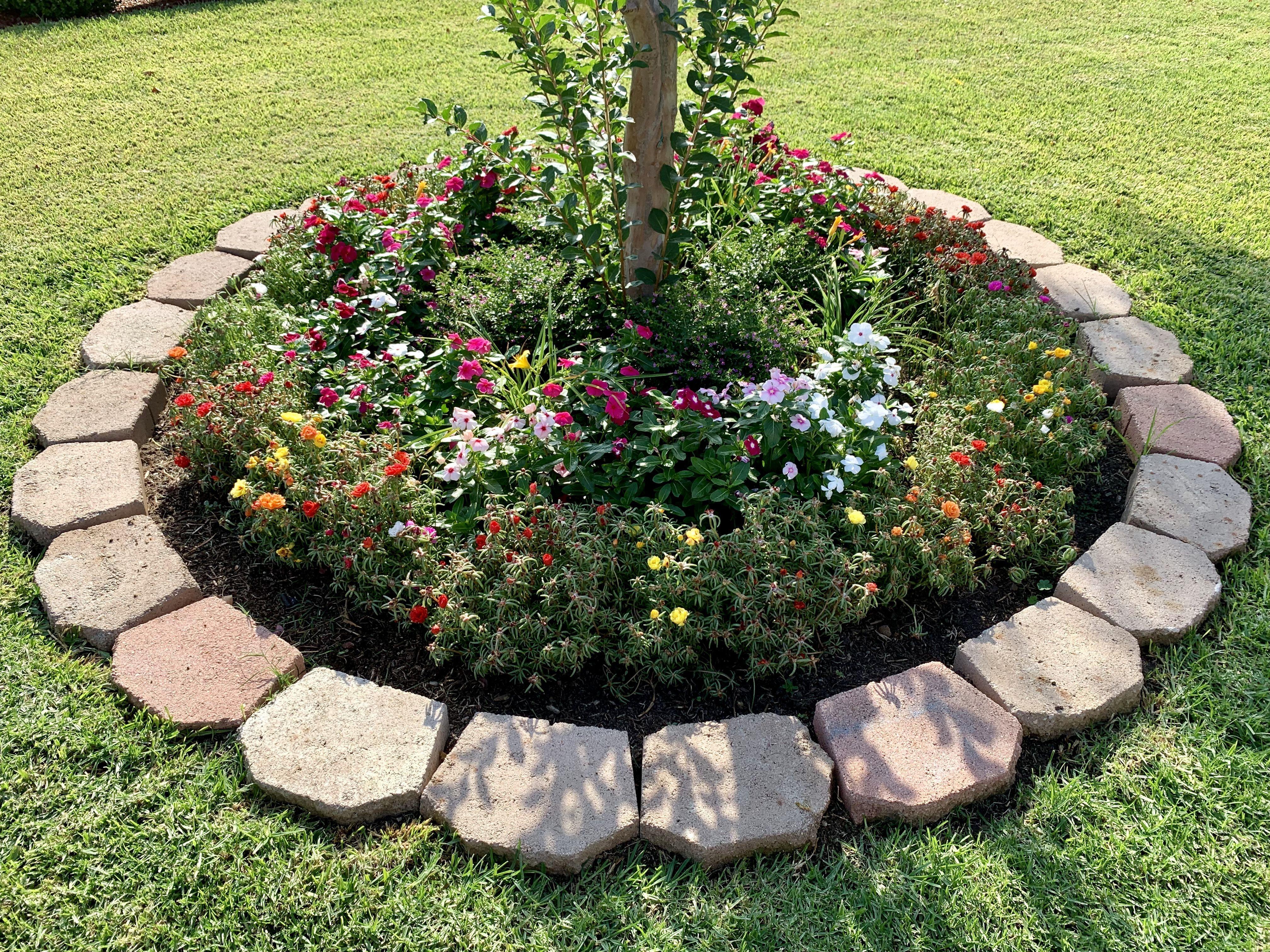 #gartendesign in 2020 | Stone flower beds, Garden ideas ...
