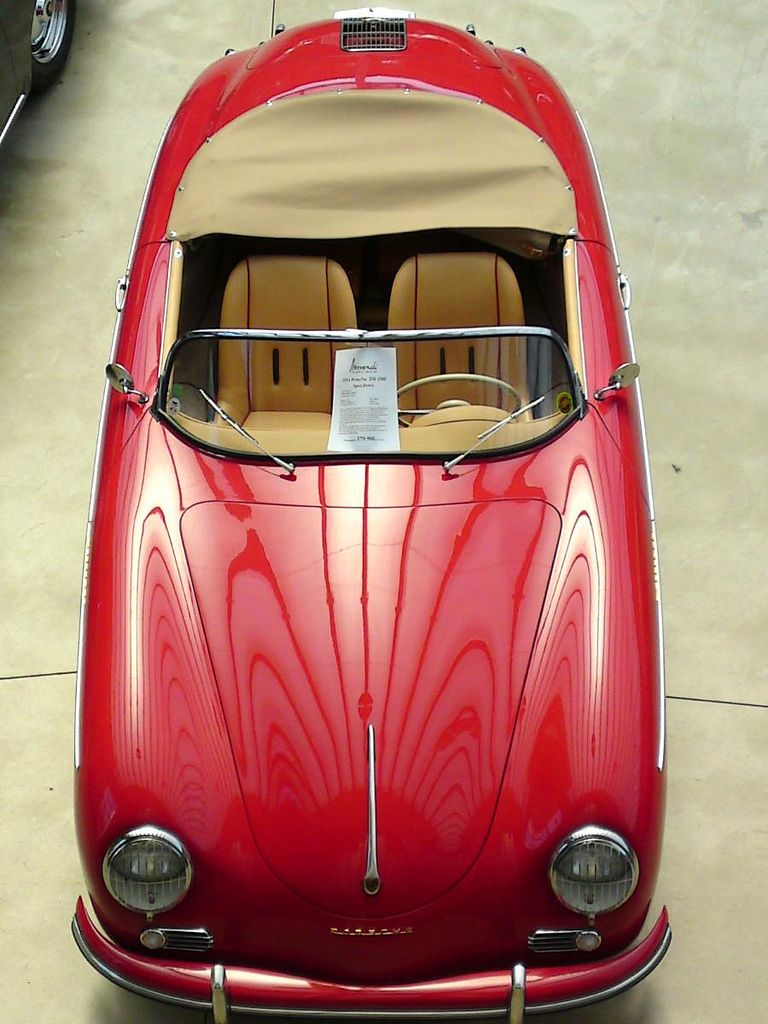 Porsche 356 Speedster imagine champagne gold almost cream... With this leather interior....:)