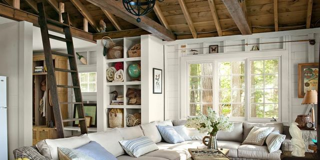 Image from http://clv.h-cdn.co/assets/cm/15/09/640x320/54eb59d77b29a_-_little-house-on-the-lake-couch-living-area-0912-xln.jpg.