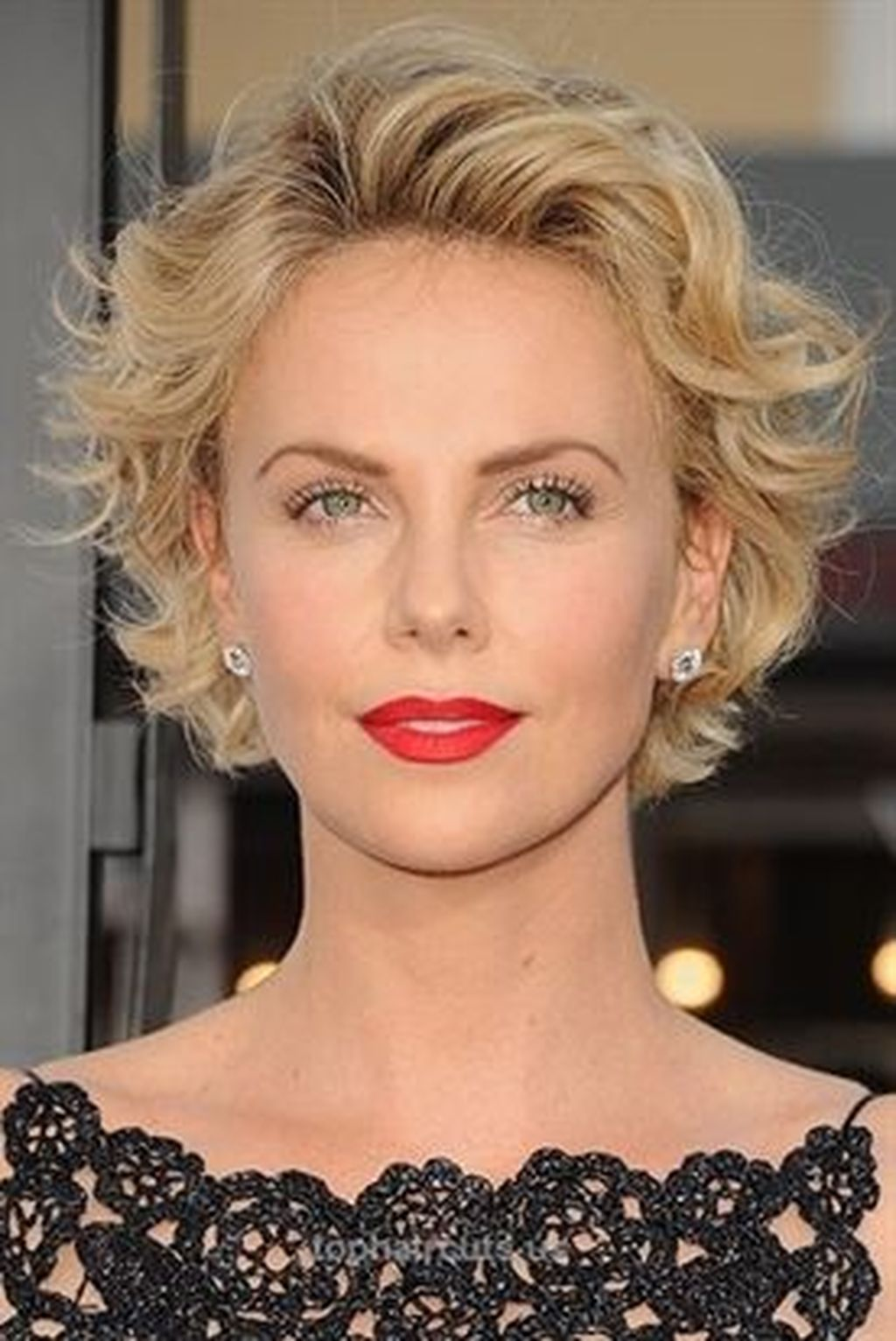 40 best charlize theron short hairstyle ideas that looks