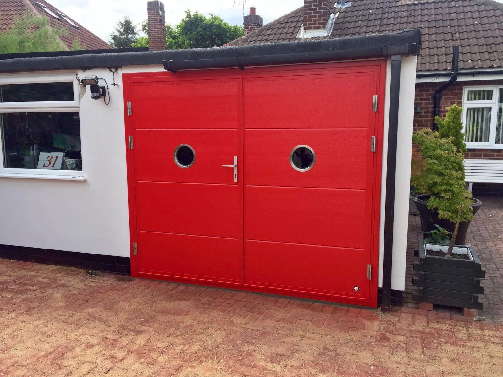Ryterna Shd Flush Woodgrain Ral 3002 With X2 Circular Inox Windows Garage Door Insulation Garage Doors Sectional Garage Doors