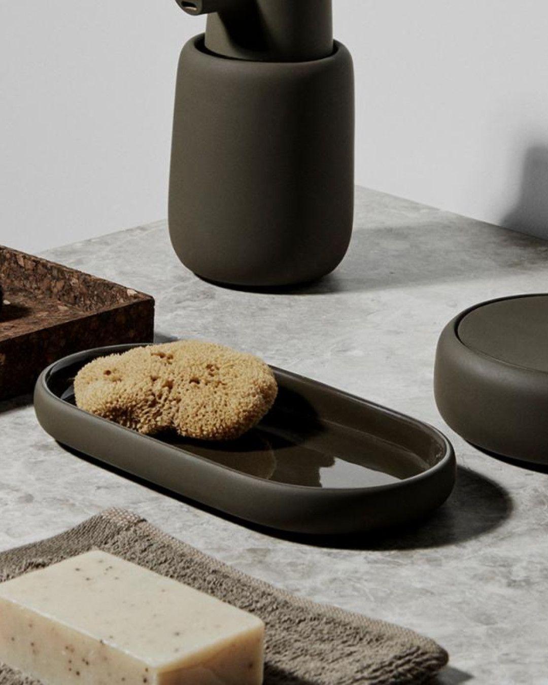 Blomus Sono Tablett Freuen Sie Sich Auf Dieses Stilvoll Praktische Oval Das Blomus Sono Tablett Begeistert Mit Seine Tablett Waschtischkonsole Badaccessoires