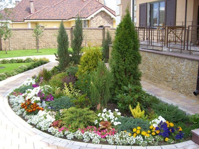 дизайн клумб и цветников перед домом фото с названиями цветов 7