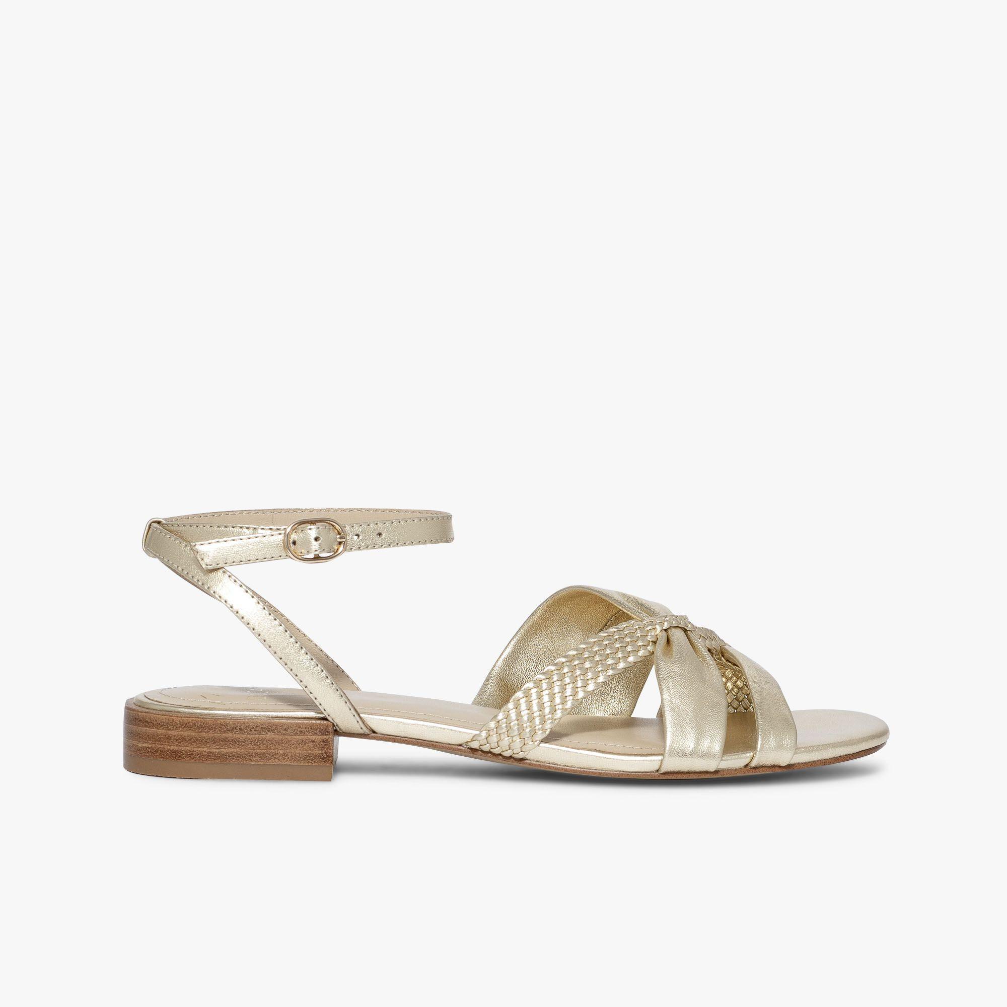 Les Sandales Tressées Jaune Et Argentées En Cuir Sandale
