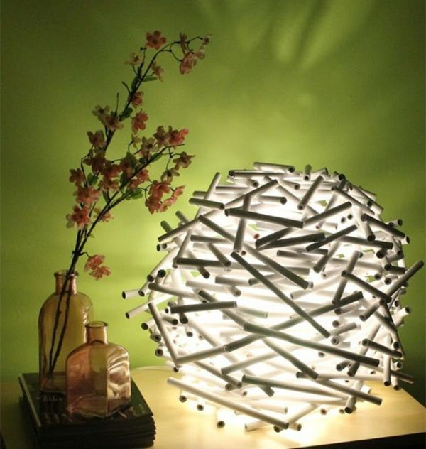 papier lampenschirm basteln licht nachttischlampe basteln pinterest upcycling. Black Bedroom Furniture Sets. Home Design Ideas