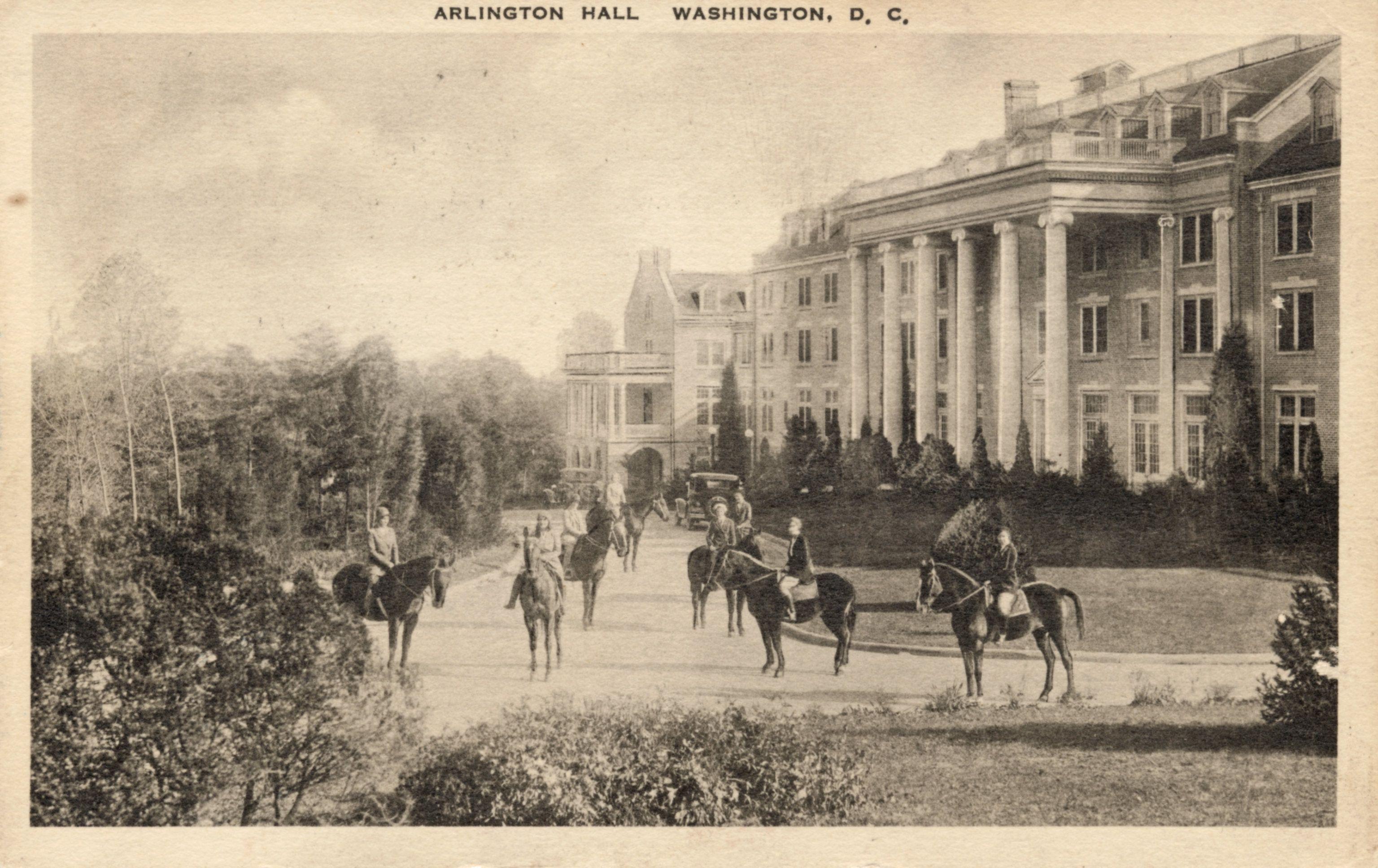 Arlington hall in 2020 college junior arlington
