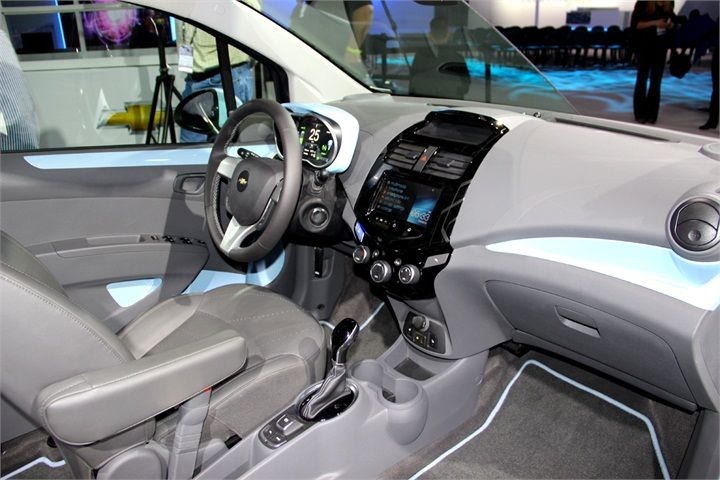 The Chevrolet Spark Ev S Cabin Features Noise Reduction And A Combination Of Chrome And Blue Interior Accents Automotive Fleet Magazin Fleet Cars Chevr