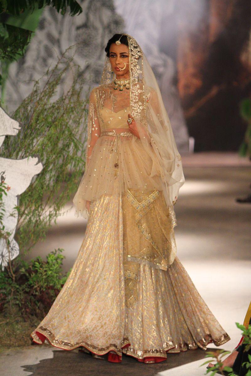 Dress to wear at a wedding  icwdsanjumodirunway  Womenus fashion  Pinterest