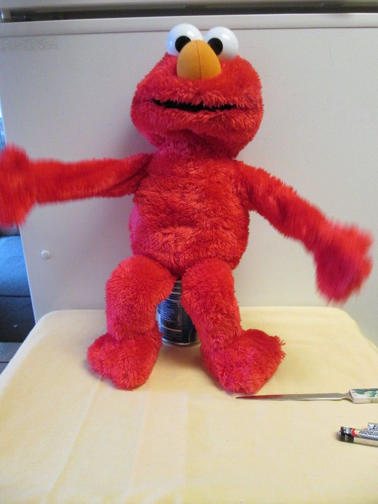 elmo moves and talks