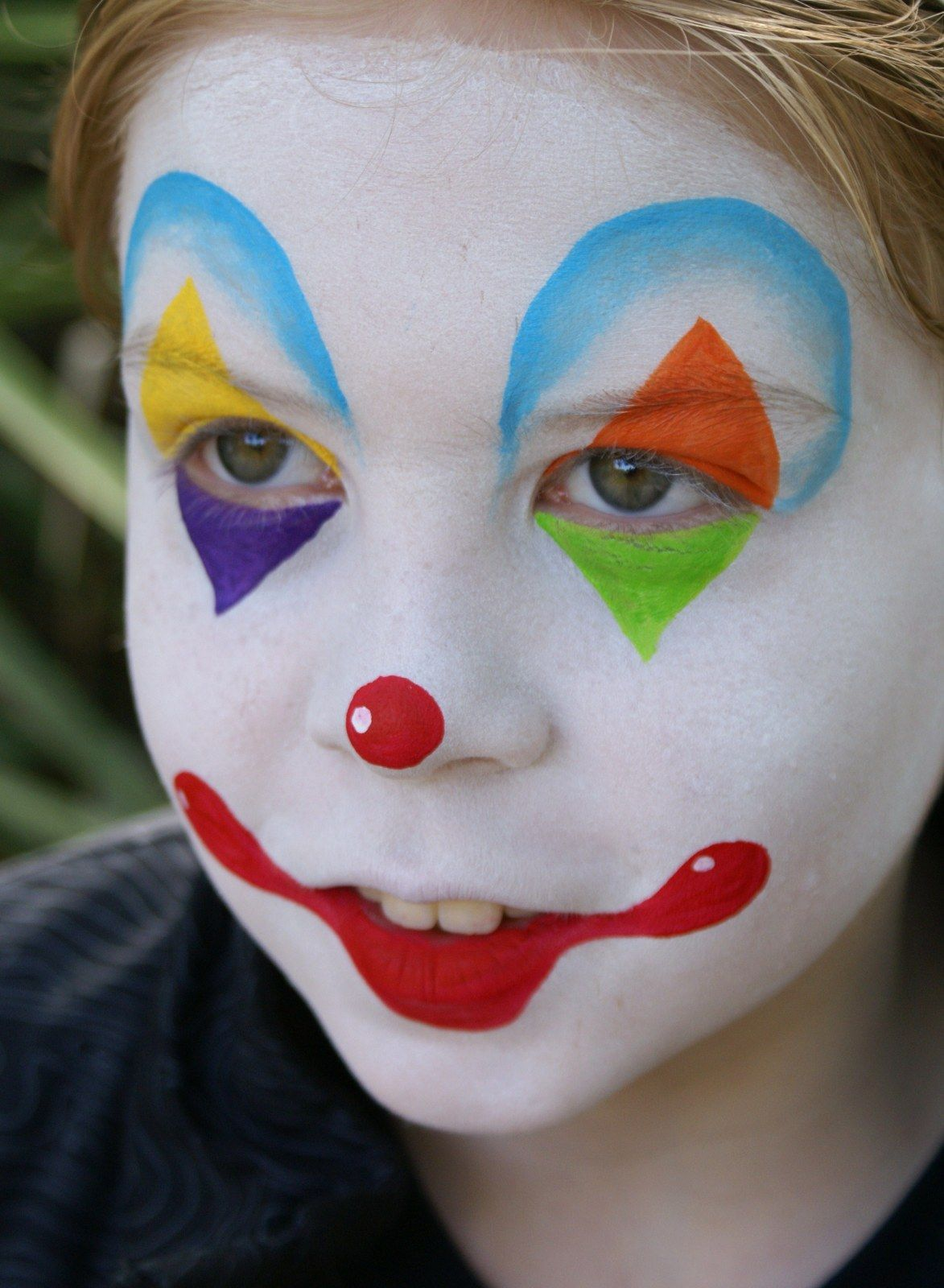 Simple Easy Clown Face Paint : simple, clown, paint, Painting, Kaleidoscope, Clown, Paint,, Easy,, Halloween
