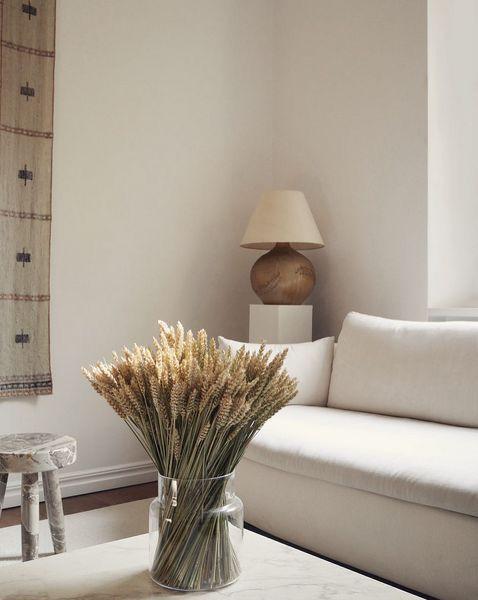 Photo of Minimaler Wohnstil. Neutrales Wohnzimmer mit erdig… – #erdig #Minimaler #mit #… – New Ideas