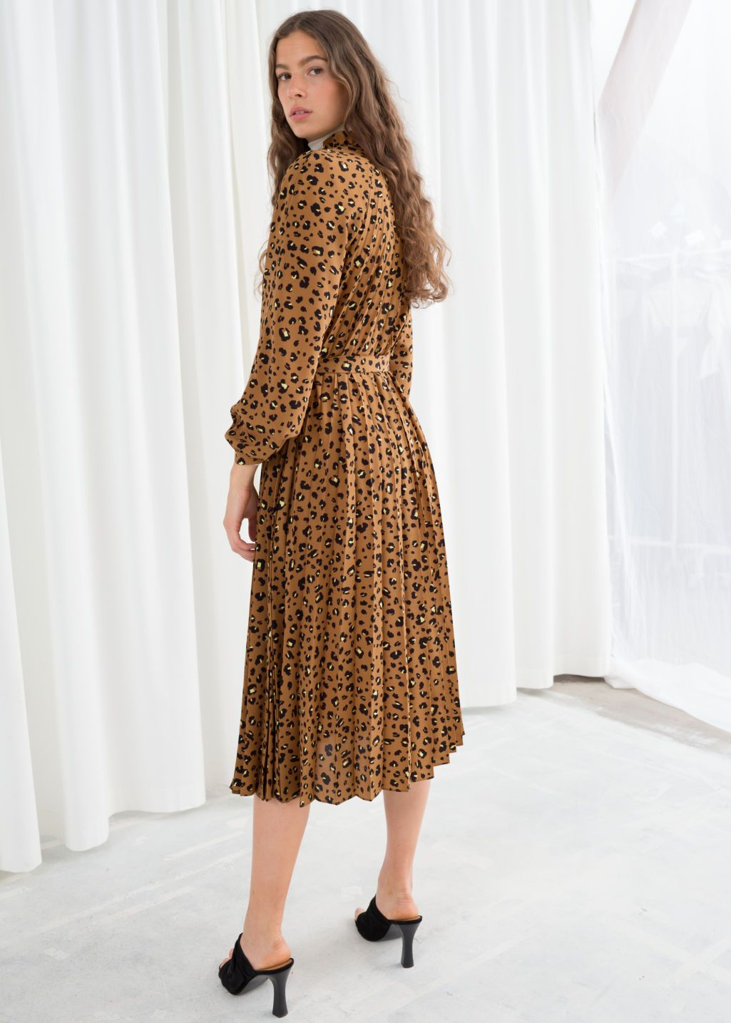 Model back image of Stories floral pleated midi dress in beige a93a26fef