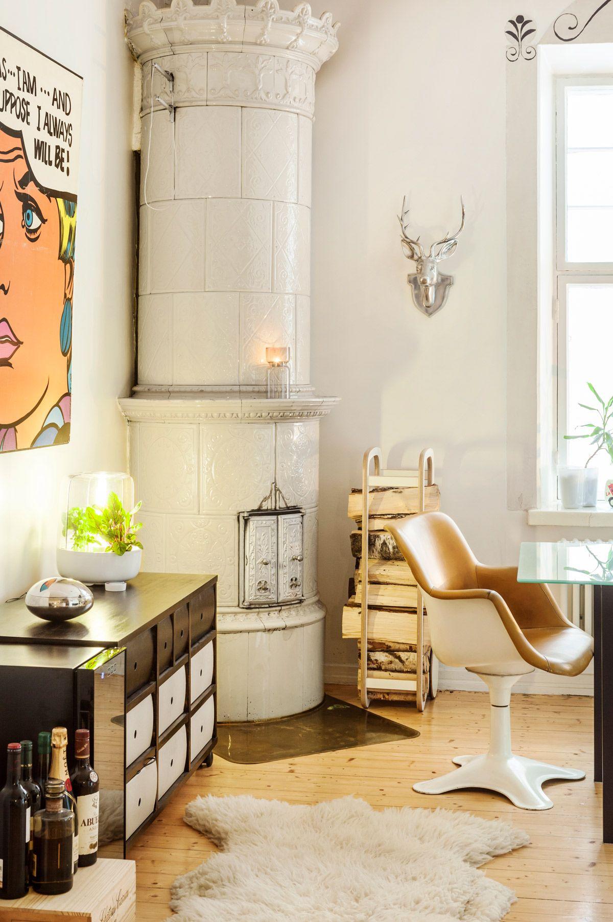 Muotoilijan kodikas kaupunkikotii: leikkisä, persoonallinen, sisustus, kerrostalo, kaupunkiasunto, erikoinen sisustus, koriste-esineet, pop-taide, scandinavian, interior, design, decorative